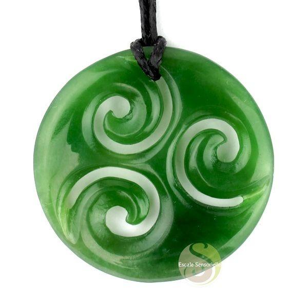 Collier maori Giwi Paua De Nouvelle-Z/élande Pendentif design koru en jade n/éphrite